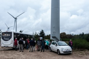 Photo : visite d'un parc éolien avec des élus