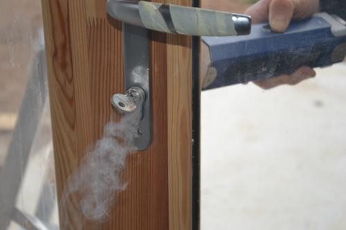 Détection des fuites d'air par fumée.