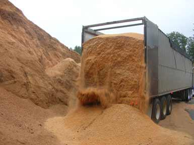 Livraison de sciure pour la granulation. Source : Dutry.be