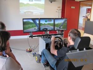 une photo d'un simulateur de conduite