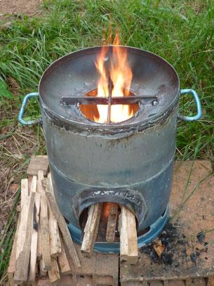 Atelier de fabrication d 39 un cuiseur bois conome alec07 - Fabriquer un chauffe eau piscine bois ...